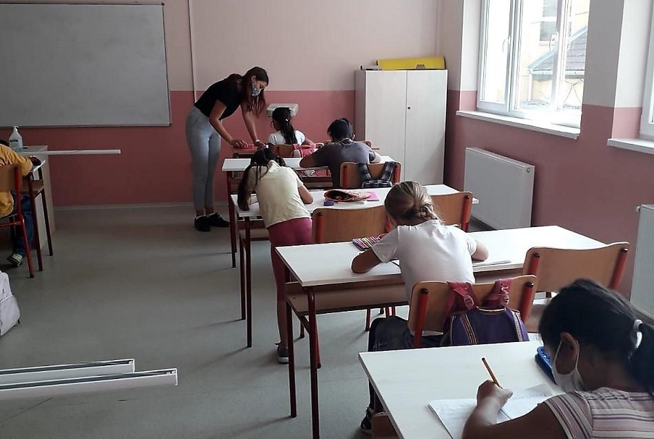 Pružanje podrške učenicima u OŠ Jožef Atila i Vuk Karadžić