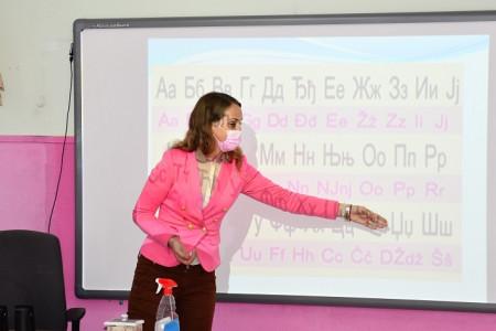 Demonstracija pametne table u učenju srpskog jezika